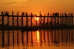 U bein most przy zmierzchem w Amarapura blisko Mandalay, Myanmar (Birma) Zdjęcie Stock