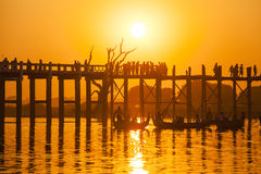 Заход солнца в мосте u Bein, Myanmar Стоковая Фотография RF