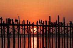 U-beinbro på solnedgången Amarapura, Mandalay, Myanmar. Royaltyfri Foto