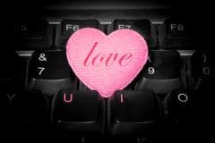 U et I - amour pour toujours - 'aiment' sur le coeur rose Image stock