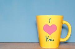u. x22; Ich liebe you& x22; Text auf Becher Lizenzfreies Stockbild