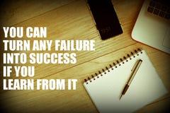 U kunt om het even welke mislukking in succes veranderen als u van het motieven en inspirational citaat leert - bestudeer fouten, royalty-vrije stock foto's