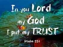 In u Lord mijn God zette ik Mijn Vertrouwensontwerp voor Christendom met onderwaterachtergrond stock foto
