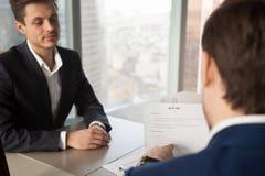 U-manager die kandidaat vragen over het werkervaring royalty-vrije stock afbeelding