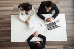 U-managers die vrouwelijke baan aanvragende, hoogste mening van abo interviewen stock fotografie