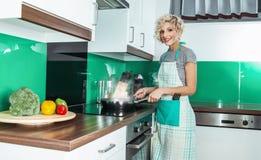 Uśmiech kobiety gospodyni domowa lub kucharz Zdjęcia Stock