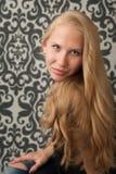 Uśmiechnięta młoda kobieta fotografia royalty free