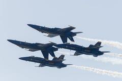 U S Μπλε ναυτικοί άγγελοι που αποδίδουν στον αέρα Sho Χάντινγκτον Μπιτς Στοκ Φωτογραφία