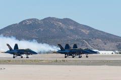 U S Ангелы военно-морского флота голубые выполняя на авиасалоне Miramar Стоковое Фото