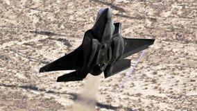 U S Летание двигателя бойца забастовки соединения военновоздушной силы F-35 (молнии II) стоковые фотографии rf