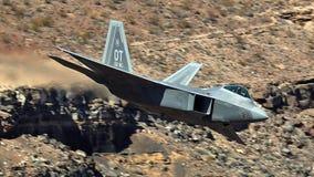 U S Летание двигателя бойца забастовки соединения военновоздушной силы F-35 (молнии II) стоковое фото rf