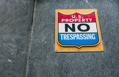 U S Свойство - отсутствие Trespassing Стоковое Изображение RF