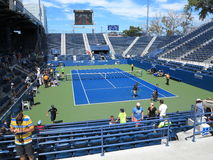 U S Abra la corte de la gradería cubierta del tenis Fotografía de archivo