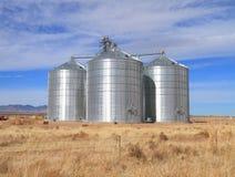 U.S.A., Arizona/contea di Cochise: Nuovo silos di grano d'acciaio Fotografia Stock Libera da Diritti