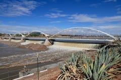U.S.A., AZ: Pioggie di Tempe Rubber Dam After Torrential Immagine Stock Libera da Diritti