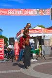 U.S.A., AZ/Tempe: Anfitrione di festival - trampolo Walker In Bird Costume Immagini Stock Libere da Diritti