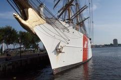 U S brzegowy orła strażnika s statek wysoki u Obraz Royalty Free
