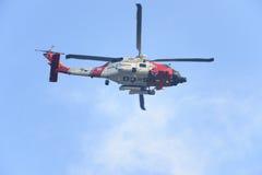 U S Busca da guarda costeira MH-60 Jayhawk e helicóptero da recuperação Imagem de Stock