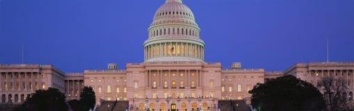 U.S. Capitol au crépuscule Images stock