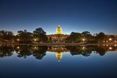 U.S. Capitolio en la noche Foto de archivo libre de regalías