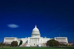 U.S. Capitolio en un día asoleado Fotografía de archivo libre de regalías