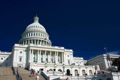 U.S. Capitolio en un día asoleado Imagen de archivo libre de regalías