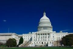 U.S. Capitool op een zonnige dag Stock Fotografie