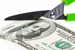 U.S. dólares de contas e tesouras Imagens de Stock