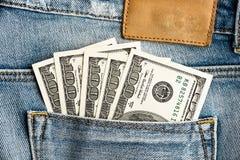 U.S. dólares no bolso das calças de brim Imagens de Stock
