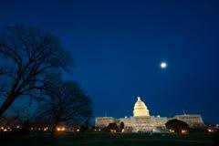 U.S. De bouw van het Capitool bij nacht Stock Foto