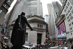U.S. De Effectenbeurs neemt een Duikvlucht nadat S&P degradeert Royalty-vrije Stock Foto