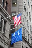 U.S. De Effectenbeurs neemt een Duikvlucht nadat S&P degradeert Stock Foto