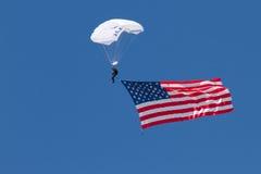 U S De Luchtmachtlucht toont Skydivers Stock Afbeeldingen
