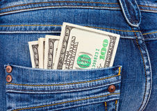 U.S. dollari nella casella dei jeans Immagine Stock