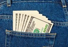 U.S. dollari nella casella dei jeans Immagini Stock