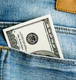 U S Dollari nella tasca posteriore dei jeans Immagine Stock