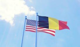 U.S.A. e bandiere del Belgio che ondeggiano contro il cielo blu Fotografia Stock Libera da Diritti