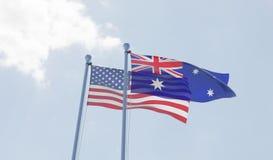 U.S.A. e bandiere dell'Australia che ondeggiano contro il cielo blu Fotografia Stock Libera da Diritti