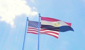 U.S.A. e bandiere dell'Egitto che ondeggiano contro il cielo blu Fotografie Stock Libere da Diritti