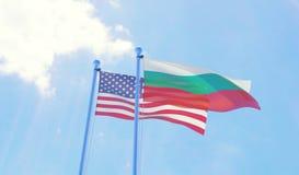 U.S.A. e bandiere della Bulgaria che ondeggiano contro il cielo blu Fotografie Stock Libere da Diritti