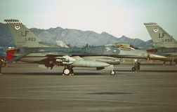 U.S.A.F. General Dynamics F-16C 88-0493 auf dem Fluglinien am 5. Oktober 1999 Stockbild