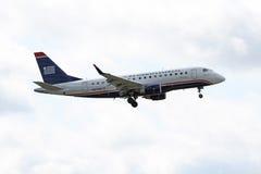 U S Flygbolag uttrycker Embraer ERJ 170-100SU Fotografering för Bildbyråer