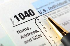 U.S. Formulário do retorno 1040 de imposto da renda. Fotos de Stock