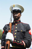 U S Fuzileiro naval na atenção, evento memorável anual do cemitério nacional de Los Angeles, o 26 de maio de 2014, Califórnia, EU Imagens de Stock