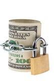 U.S. i dollari di fatture sono chiusi con una serratura Fotografie Stock Libere da Diritti