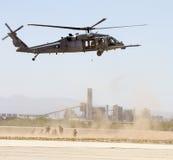 U S I militari cercano, salvano ed evacuano il terrorista Training Immagine Stock