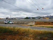 U S Il veicolo della pattuglia di frontiera ha parcheggiato dal recinto che divide San Ysidro-Tijuana immagini stock