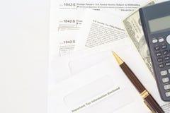 U S Individuele inkomensbelastingaangifte 1042 belastingsvormen voor Buitenlands Persoons` s U S Broninkomen Stock Afbeeldingen