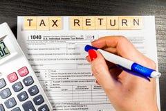 U S Individuell inkomstskattretur skatt 1040 Arkivfoto