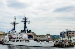 U S Küstenwache-Militärboot in Seattle, Washington stockbilder